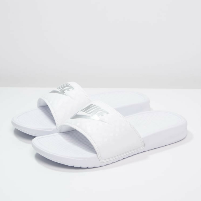 Nike-Claquettes-Benassi-Just-Do-It-Femme-blanc-white