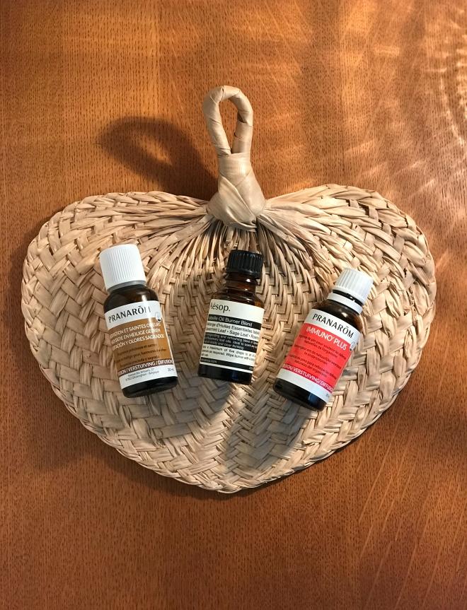 huiles-essentielles-santc3a9-rhume-angine10.jpg