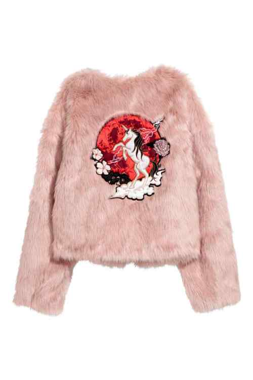 Nicky Minaj manteau fausse fourrure H&M