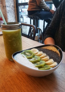 oni-coffee-shop-petit-dej-paris-smoothie-bowl
