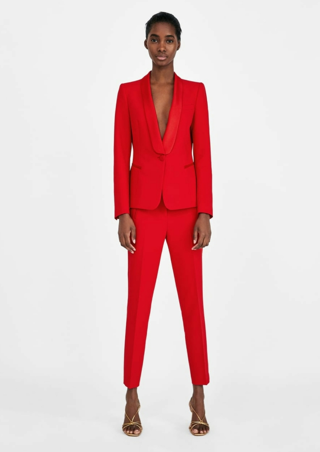 tenue-mariage-invite-femme-pantalon-costume-rouge-smoking-zara