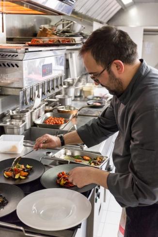 Chef Nicola Pisu - en cuisine (1)