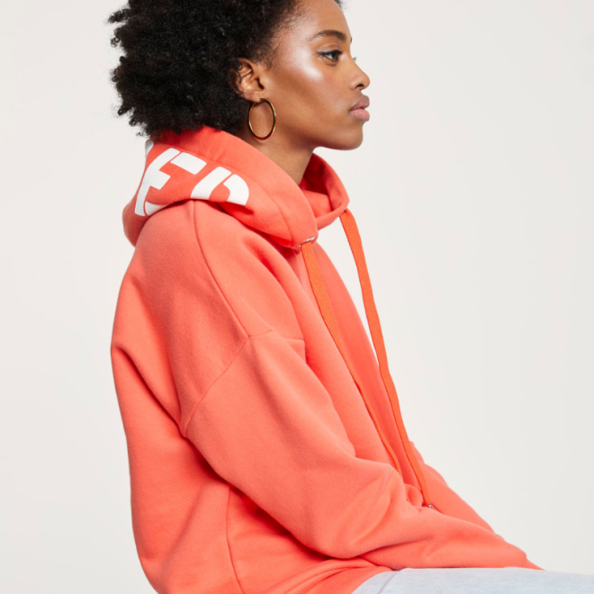 pantone-2019-living-coral-closed-sweatshirt