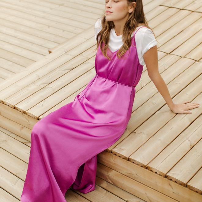 tenue-robe-invitée-mariage-longue-satin-suncoo