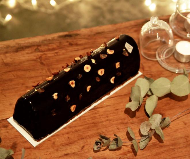 _bûche chocolat-noisette-maison-plume-patisserie-sans-gluten-sucre-ajouté-paris.png