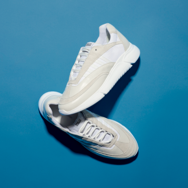 sneakers-blanches-rise-of-human-dna